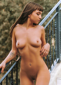Beautiful Ivy Rose Posing Naked